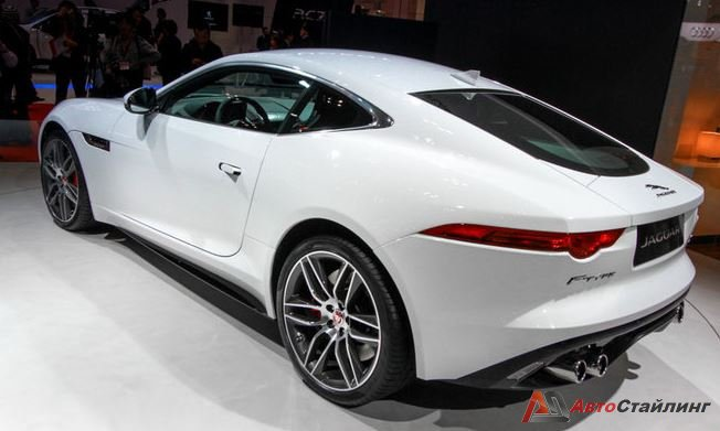 Автомобиль Jaguar F-Type в купейной версии